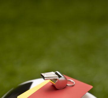 piłka nożna czerwona kartka gwizdek